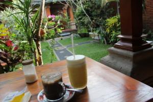 アイスコーヒーとジュース