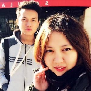 ネパールの女性大生の友達