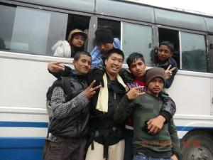 ネパール奥地の天然温泉にて