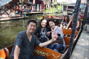 タイの水上マーケットにて