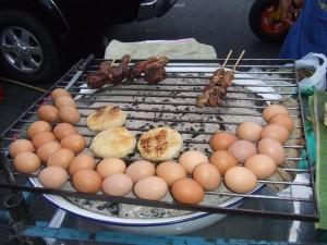 タイ料理 ガイヤーンと卵と焼きおにぎりっぽいもの