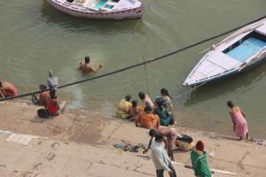 ガンジス川で沐浴