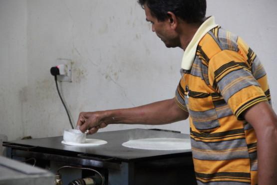 南インド料理ドーサを焼く所