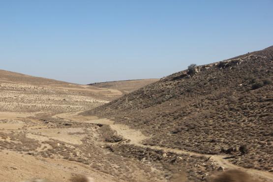 町を少し離れると砂漠