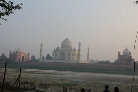対岸から見たタージマハル