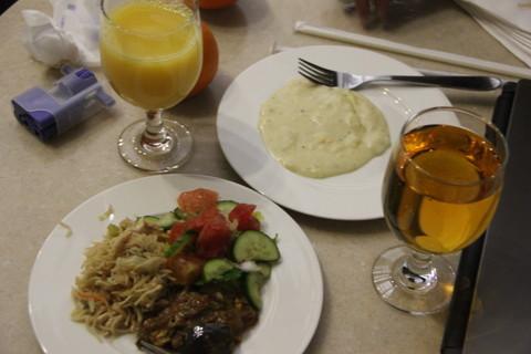 ドバイ空港のラウンジの食事