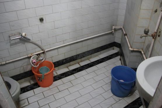 バスルーム ホットシャワーがでずお湯を沸かしてくれた