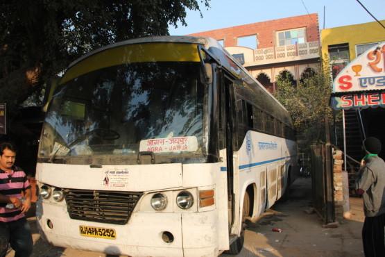 アグラーとジャイプール間のバス