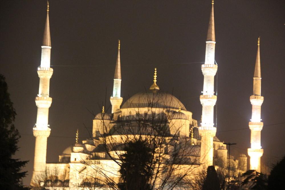 トルコの平和な日常とブルーモスクとアヤソフィアと