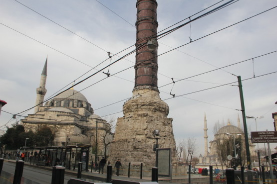 市内にはたくさんのモスクがある