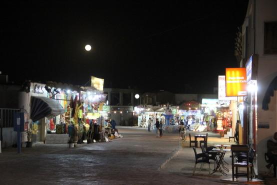 夜のダハブ