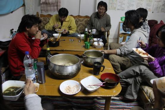 日本人宿でシェア飯