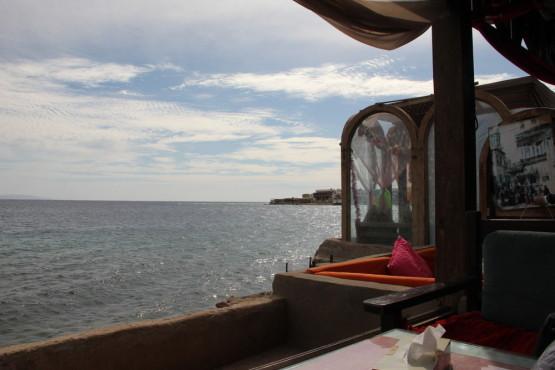 海辺のレストランでのんびりタイム