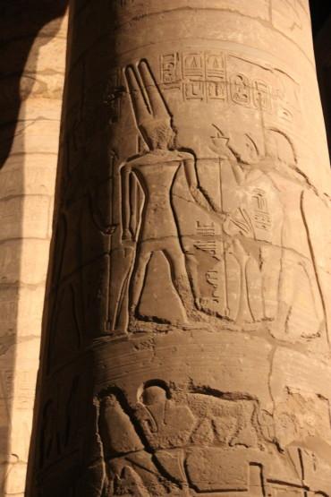 カルナック神殿内の柱