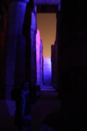 夜のカルナック神殿でのショー
