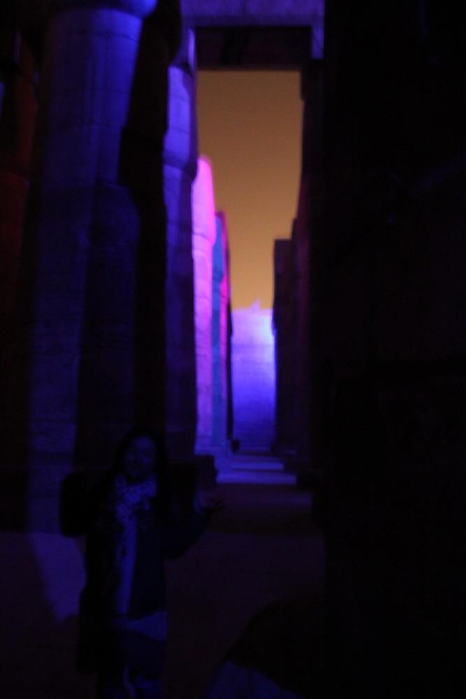 夜のカルナックあ神殿でのショー