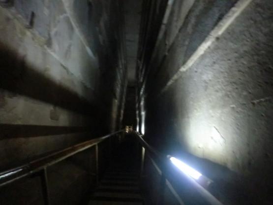 ピラミッドの中の階段