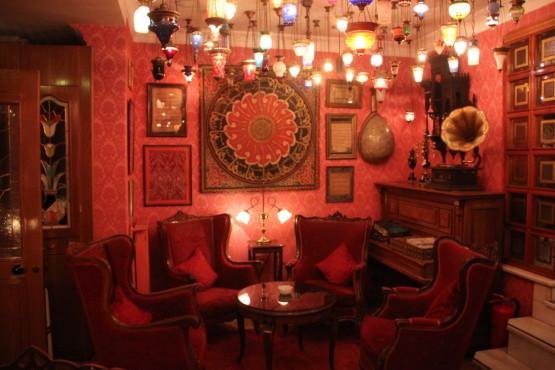 トルコランプが綺麗なカフェ