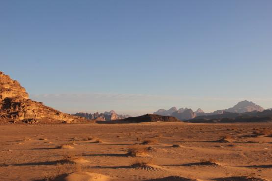 砂と岩しかない世界