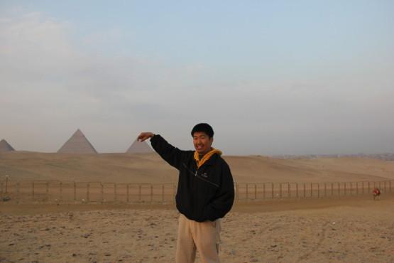 ピラミッドをつまむ