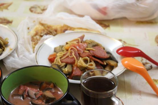 自炊したパスタとナスのスープ