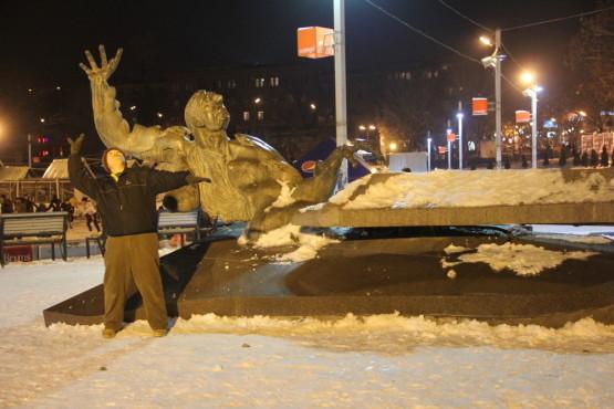 アルメニアの銅像と