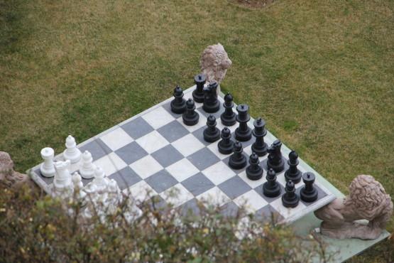 このチェス板、実はかなり大きいんです。