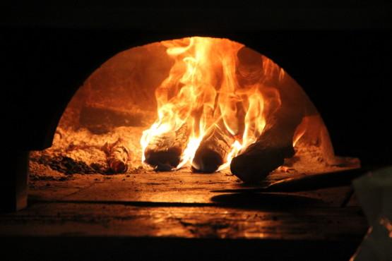 ピザを焼く窯