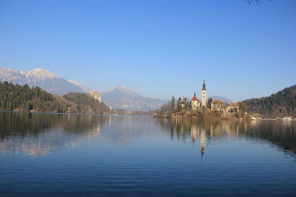 美しき湖「ブレッド湖」のある国スロベニア