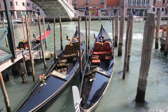 ベネチア内、縦横無尽にある川をゴンドラでめぐることも出来る