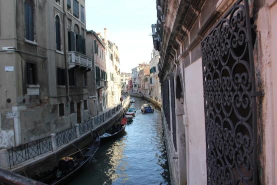街の中は川が入り組んでいる